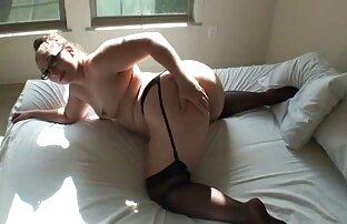 MILFs blondes salopes en lingerie noire baisent dans une salle film porno amateur francais gratuit de classe