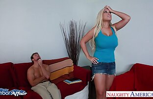 Dominatrice blonde salope video x gratuite amateur s'amuse à jouer avec un esclave