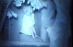 Femme blonde joue avec la chatte dans film sexe gratuit amateur les escaliers