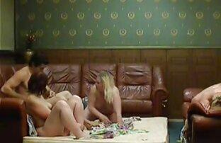 Sexe en groupe extrait film porno amateur près de la piscine