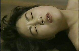 Sexy jeune femme aux petits seins extrait de film porno amateur Jenny Simmons