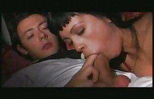 Aali Rousseau se déshabille extrait video x amateur sur le lit après une longue journée
