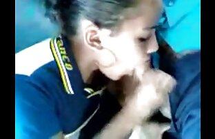 Les doigts de motard giclent film x extrait amateur de la jupe d'écolière PAWG Cums sur le visage