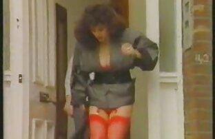 Brunette MILF voir film porno amateur se masturber webcam