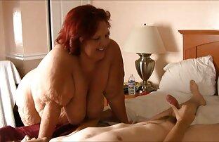 MILF extrait de film x amateur brune se masturbe à la porte